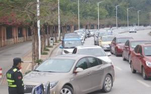 柳州多部门回应交通拥堵问题 公交专用道不能取消