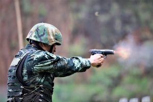 火力全开!武警官兵开展实弹射击训练(组图)