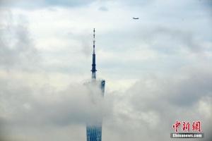 广州雨后浓雾缠绕