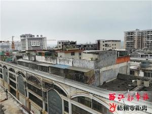 居民在自家楼顶私自加建扩建 社区回应