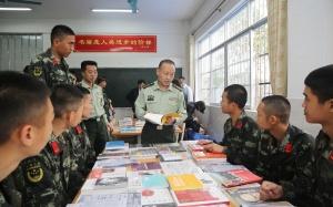 崇左:流动图书进军营 文化拥军暖兵心(组图)