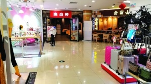 """老牌商场引进餐饮内容 桂林刮起商场""""转型""""风"""