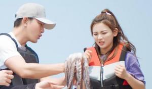 金瀚渔民技能全开认证海王 杨超越被章鱼吓到尖叫