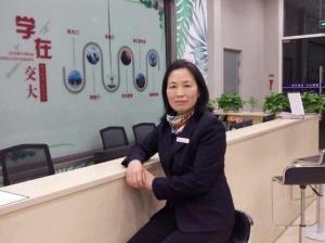 4月19日焦点图:励志!49岁宿管阿姨考上西大研究生