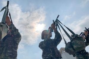 武警官兵训练场上加钢淬火练本领(图)