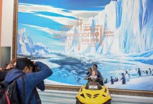 新西兰:走进?#27515;?#26031;特彻奇南极中心