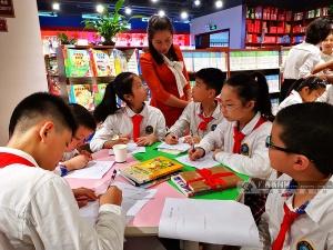 河池:阅读课搬进书店 分享阅读的乐趣(图)