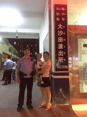 南寧一小女孩在濱江廣場走丟 良慶警方半小時尋回