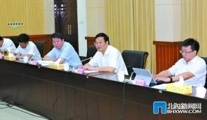 蔡錦軍參加專題研討班合浦組分組討論