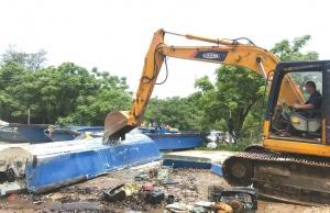潿洲島旅游區集中銷毀16艘非法快艇