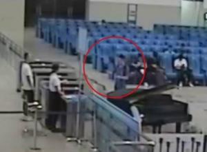 欽州一男子高鐵站吸毒致幻 兩次走錯檢票口誤車