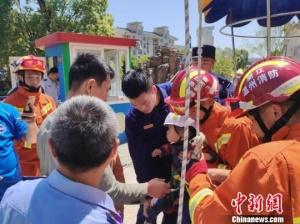 温州一游乐园设备故障 3名游客被困高空消防救援
