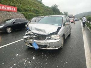 五一?#20826;?#39640;峰 兰海高速钦州段连发4起交通事故