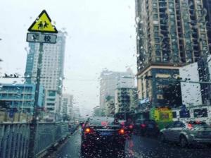 广西新一波降雨来袭待机时间超长 出门带伞更安心