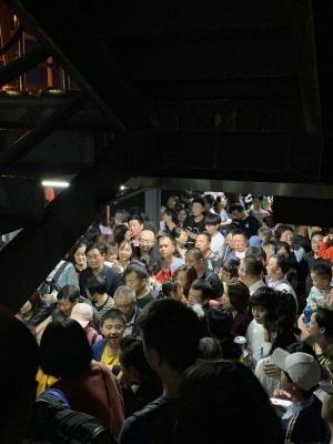 桂林两江四湖景点一艘游船发生故障 50名游客滞留