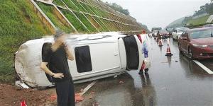 假期高速路事故频发 雨雾天气请适当减速慢行