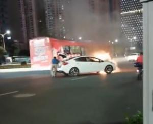 【视频】一小车在南宁闹市自燃</a>&nbsp;<a href=