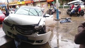 玉林一司机毒瘾发作 驾车突然冲向路边店面(组图)