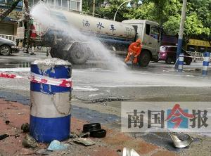 啥情况?柳州一路口突现油污 清晨放倒二三十人(图)