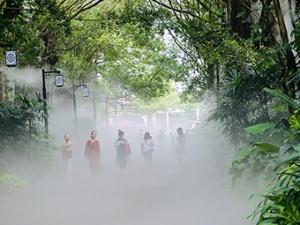 5月12日焦点图:美妈漫步南湖公园享清凉
