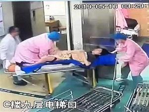 5月19日焦点图:怀孕医生跪救产妇 托举胎儿半小时