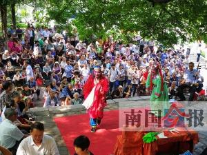 柳州:老年大学火爆 不少班级一位难求