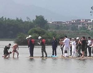 小伙为救溺水小孩不幸身亡 救人的还有多名少年