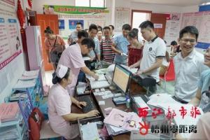 万秀长洲民政部门昨天共有150多对新人登记结婚