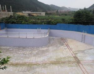 年轻男子在泳池内溺水身亡 涉事山庄无证经营(图)