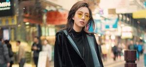 刘惜君最新街拍曝光 漫步香港街头享受惬意时光