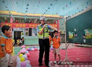 """河池:""""桂姐姐""""交通安全教育走进幼儿园"""
