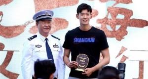 上海举行交通安全宣传日活动