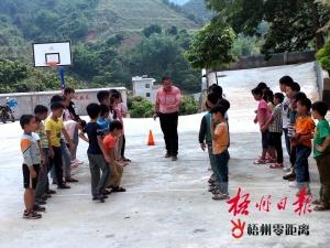 驻村工作队员陈思东:培养学生对体育的兴趣(图)