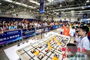 梧州:五个国家机器人同场竞技