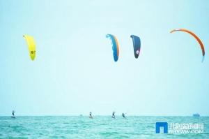 17國及地區頂尖風箏板運動員逐浪北海