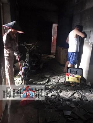 电三轮上楼充电凌晨燃起大火 事发柳州一小区(图)