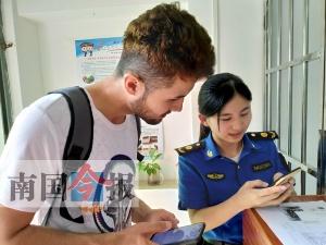 """留学生违停被罚 却夸""""柳州人很好"""""""