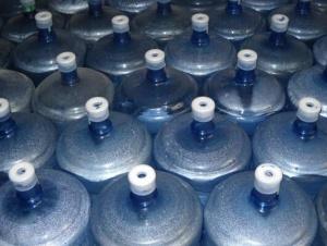 学生宿舍禁止桶装水进入?校方回应:已装直饮水