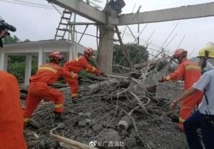 南宁一在建舞台垮塌多人被埋 造成3人死亡4人受伤