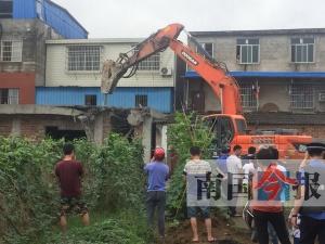 责令停工不理会继续建 柳州这些违建房屋都被拆了