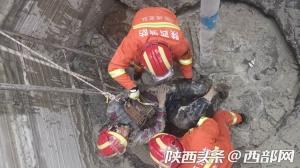 男子为捡手机被困水泥搅拌池 眉县消防紧急施救