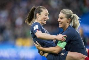 足球揭幕:法国队胜韩国队