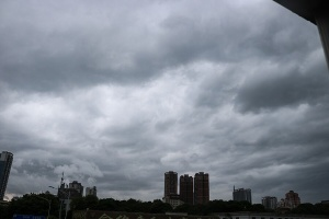 """高清组图:沉闷燥热天气后 南宁迎来雨水""""刷屏"""""""