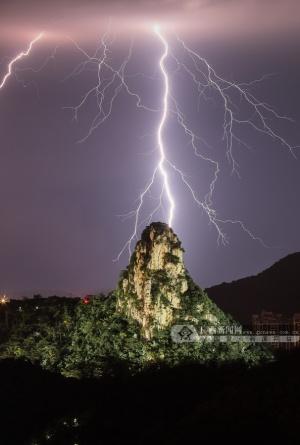 6月9日的柳州夜空格外