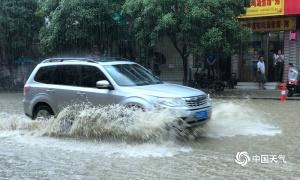 河池多地暴雨成灾 阻碍群众交通出行(组图)