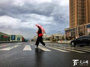 """""""雨姑娘""""迷恋新疆,这些地方有暴雨!乌鲁木齐中雨"""