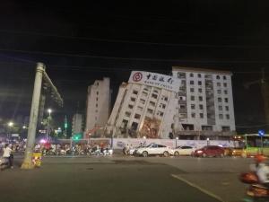 南宁友爱明秀路口一楼房塌了?是外贸大楼被拆除