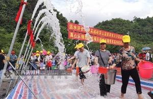 """環江1.5萬名毛南族同胞千百年來""""飲水難""""成歷史"""