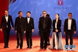 第22届上海国际电影节闭幕红毯仪式在沪举行