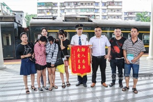 南宁3名少女组队离家出走 获列车长热心帮助(图)